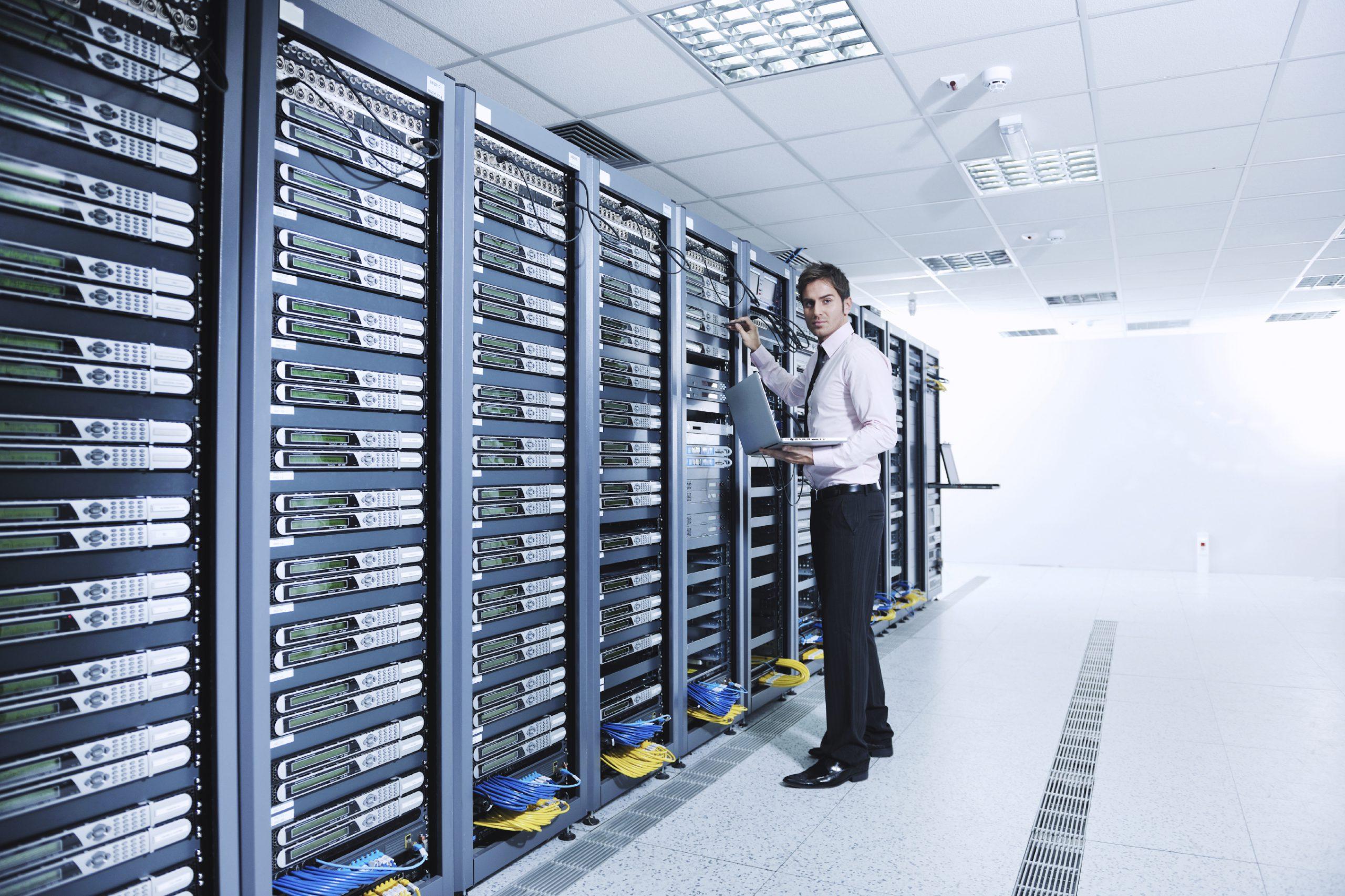Jedna z wielu współczesnych serwerowni