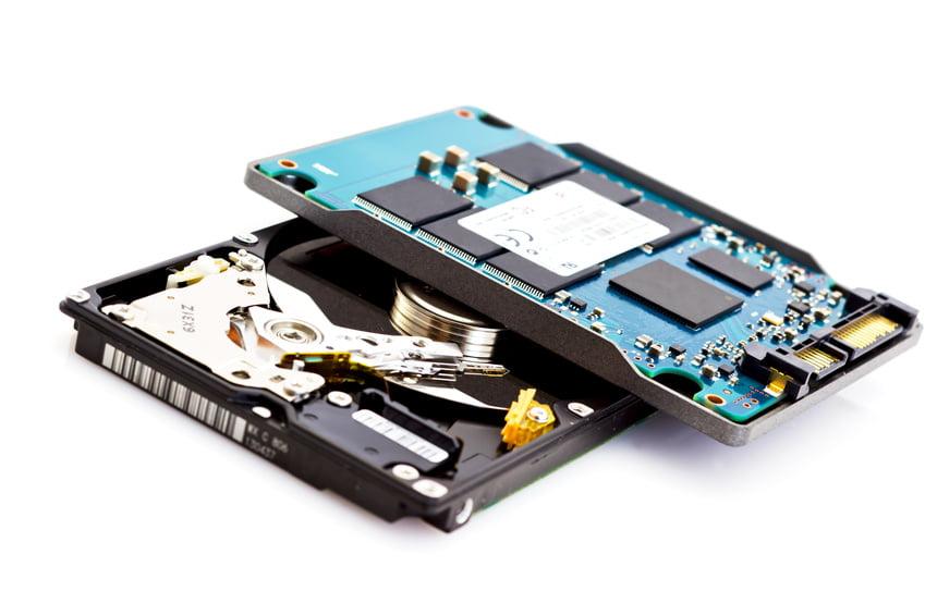 Czym jest hosting SSD i kiedy warto trzymać na nim stronę